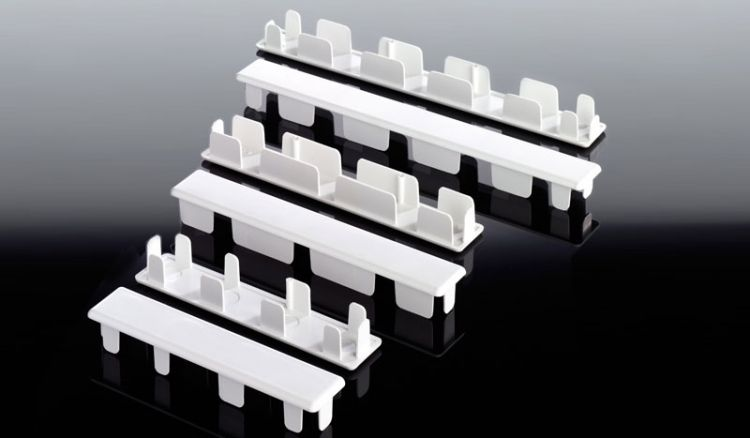 Weiße Abdeckkappen für Hohlkammerbretter führen wir in den Maßen 25 x 120 mm, 25 x 150 mm, 25 x 200 mm, 20 x 150 mm und 20 x 200 mm