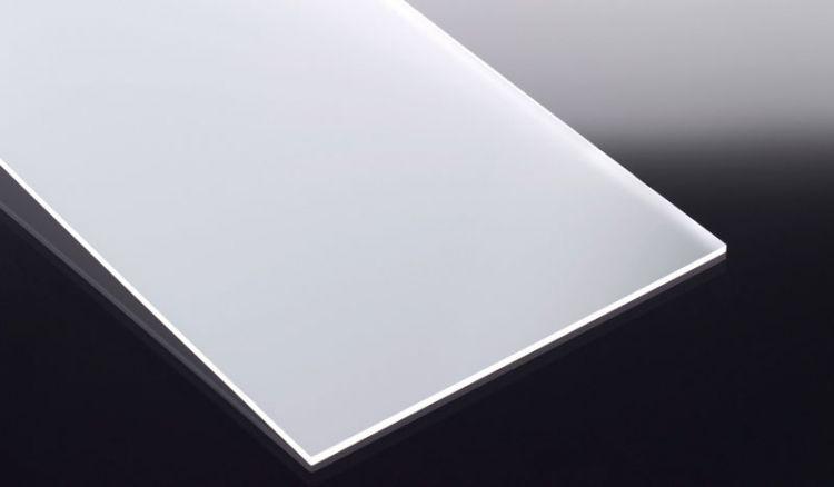 Die glasklaren, beidseitig satinierten Acrylglasplatten sind im GS Verfahren hergestellt (gegossen). Sie weisen eine hohe Bruchfestigkeit auf.