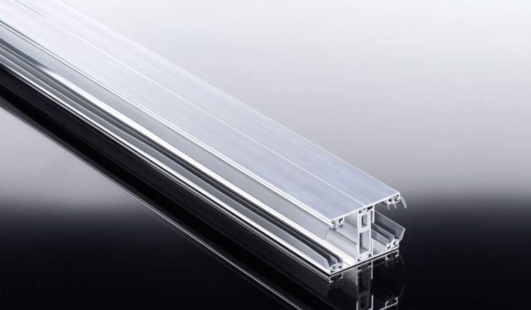 Das hochwertige Verbindungs-Aluprofil unseres Thermosystems für wärmedämmende 25 mm Stegplatten: bestehend aus thermisch getrenntem Ober- und Unterprofil.