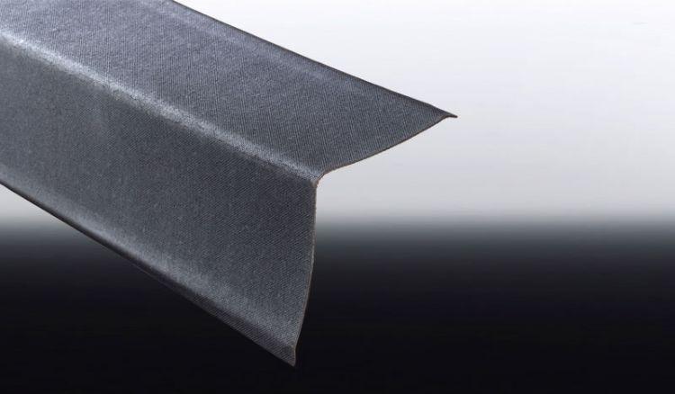 Unser preiswerter schwarzer ONDALUX Ortgang für Bitumenwellplatten hat das Maß 180 x 180 x 1100 mm, wobei die Decklänge ledigilich 1000 mm beträgt.