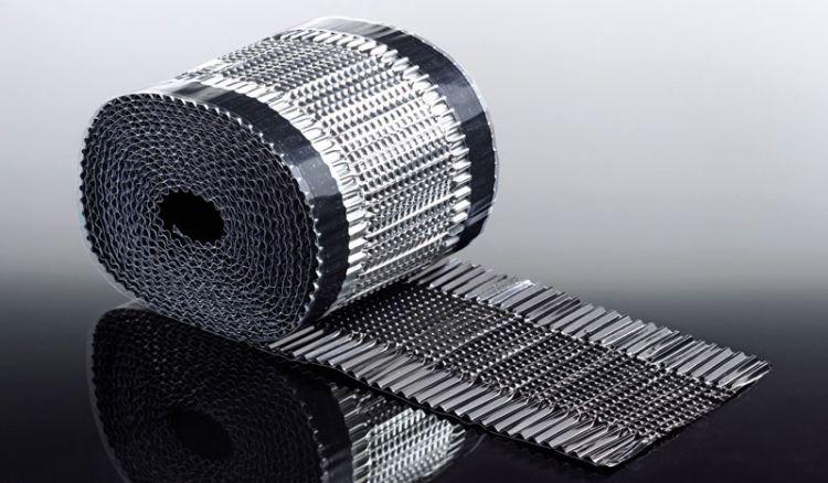 Das preiswerte Enlüftungsband für Bitumenwellplatten hat die Abmessung 150 x 5000 mm. Das Entlüftungsband wird zwischen First und Wellplatte montiert und dient der Entlüftung des Firstes.