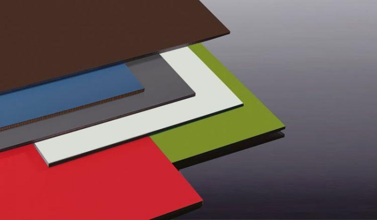 Unsere 8 mm HPL-Fassaden-Platten sind nach EN 438 produziert, wetterfest, stoß und -kratzfest. Sie können die Schichtstoffplatten in 20 lichtbeständigen Farben und im Maß 1320 x 3050 mm bestellen.