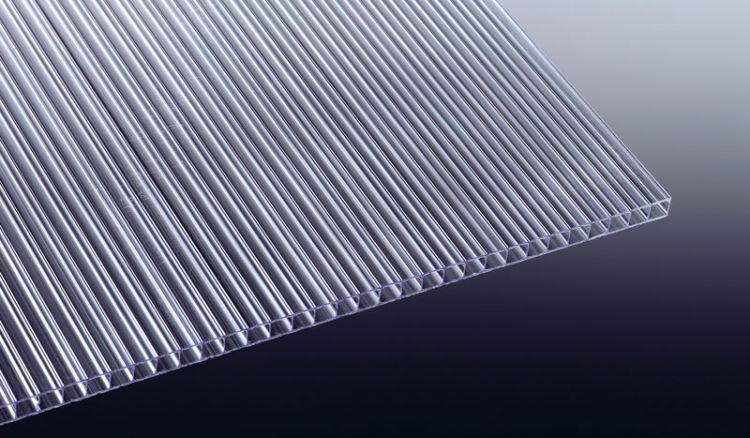 Unsere flexible aber extrem schlgfeste Polycarbonat Stegplatte mit 10 mm Stärke. Die Breite der Stegplatte beträgt 1050 mm. Die Längen zwischen 1000 - 3000 mm.