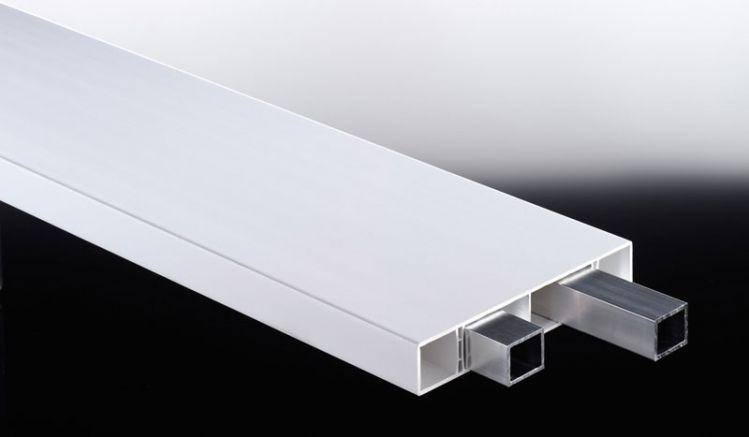 Wir empfehlen die Aluminiumverstärkung bei 20 mm Materialstärke für Befestigungsabstände über 50 cm und bei 25 mm Profilen für Spannweiten von 100 cm und mehr