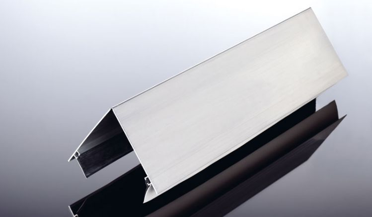 Unser preiswertes Aluminium Firstprofil in den Längen 3050 mm und 6100 mm. Das Firstprofil dient zum oberen Abschluss von Satteldächern und ist an alle Dachneigungen anpassbar, es hat eine Kantenlänge von 125 mm und eingezogene Lippendichtungen!