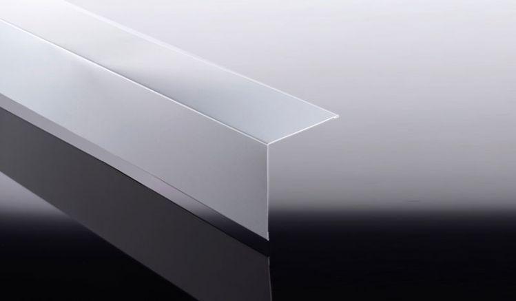 Unsere Eckbleche aus hochwertigem Aluminium sind mit 25 my Polyesterlack beschichtet. Unsere Aluminium Kantteile sind in 5 Farbausführungen erhältlich.