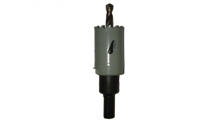 Die Bohrkrone hat einen Durchmesser von 27 mm. Sie ist optimal geeignet, LED-Spots in den Sparren der Terrassenüberdachung zu versenken