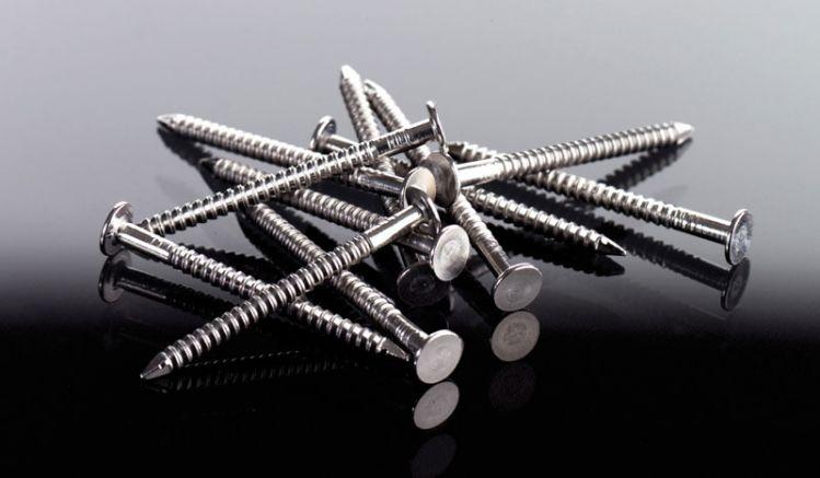 30 mm Flachkopfstifte aus Edelstahl zur Montage von PVC-Paneelen. Der Lieferumfang beträgt 250 Stück