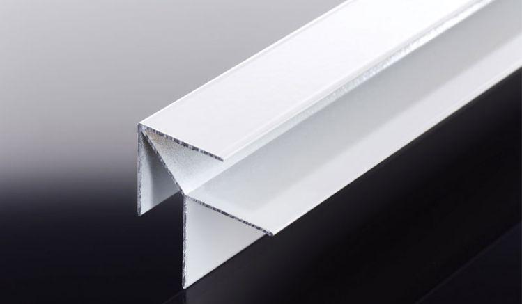 Die stabilen Alu-Eckprofile für 15 mm Kömapan Kunststoffpaneele sind in den Farben Weiß und Braun erhältlich. Zuschnitte der 6000 mm Profile sind unkompliziert möglich