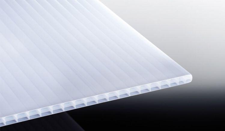 Unsere sonnenreflktierende Stegplatte aus Polycarbonat. Sie reduziert die Sonneneinstrahlung um bis zu 45% und schützt Sie so vor einem Sonnenbrand und Hitze. Die Längen reichen von 2000 mm bis 7000 mm.