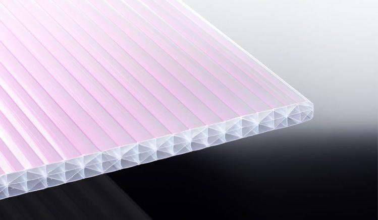Die sonnenreflektierende 25 mm Stegplatte aus Polycarbonat ist schlagzäh reduziert durch Ihre extrudierte Infrarot-Reflektionsschicht die Sonneneinstrahlung um bis zu 80%.