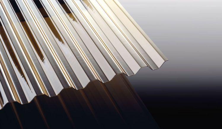 Unsere Polycarbonat Wellplatte in Bronze schützt vor zu starker Sonneneinstrahlung und hat das Profil K 76/18. Sie können sich die Platten individuell in der Länge zuschneiden lassen. Ideal für Ihr nächstes Projekt.