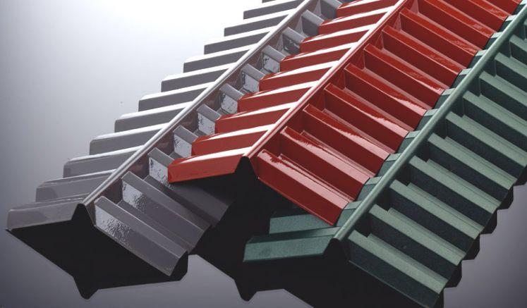 Unsere extrem hagelfeste Polycarbonat Firsthaube für K 76 / 18 Spundwände bzw. Wellplatten hat das Maß 1265 x 150 x 150 mm. Sie können zwischen den Farben Glasklar, Bronze, Grün, Grau und Rot auswählen.