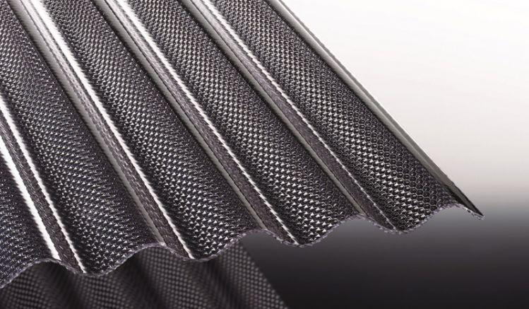 Unsere Polycarbonat Wellplatten mit S76/18-Profil haben eine verstärkende Wabenstruktur und bieten durch die lichtgraue Färbung einen erhöhten Schutz vor zu intensiver Sonneneinstrahlung. Sie können die schlagzähen Wellplatten in Längen von 2000 - 6000mm