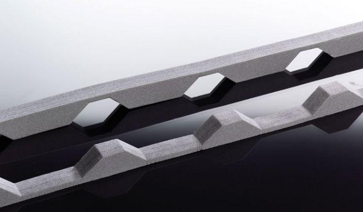 Unsere leicht zu montierenden Profilfüller für 138/20 Profilbleche haben eine Länge von 1100 mm und werden einfach zwischen Traufbalken und Platte eingeklemmt. Die Profilfüller bestehen aus Schaumstoff und haben die Farbe Anthrazit.