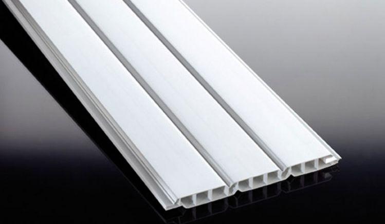 Die witterungsbeständigen 17 mm PVC-Profile sind in einer Länge von 3000 und 6000 mm verfügbar - ideal für dauerhafte Wand- und Deckenverkleidungen
