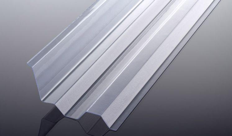 Der schwer entflammbare Seitenanschluss für unsere PVC Wellplatten mit dem Profil K 70/18 hat eine extrem hohe Lichtdurchlässigkeit und das Maß 2030 x 130 x 50 mm sowie die Farbe Glasklar.