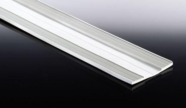 Unser günstiges Weichgummiprofilband ist in einer Breite von 60 mm und in Längen von bis zu 25 m erhätlich. Das Gummiprofilband dient als wasserfeste Unterlage für Stegplatten. Dieses wir bei unserem Aluprofil Kombi- und Universalsystem benötigt.