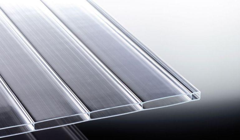 Unsere hochtransparente Acryl Stegplatte mit 96 mm Kammerbreite in Glasklar mit der Stärke von 16 mm ist in der Breite 980 mm und 1200 mm sowie den Längen 2000 mm bis 7000 mm erhältlich.