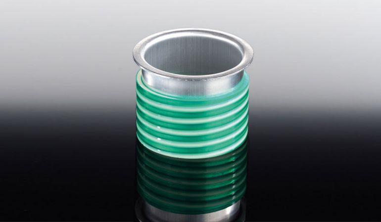 Der Rinnenstutzen für unsere Aluminium-Dachrinne hat einen Durchmesser von 70 mm. Der Rinnenstutzen wird inkl. Kunststoffmanschette geliefert