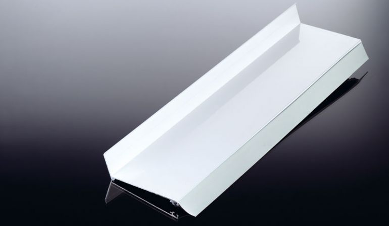 Die einfach zu montierenden Aluminium Wandanschlussprofile von meinbaustoffversand.de dienen dem dichten Anschluß Ihrer Bedachung an der Hauswand. Erhältlich in den Farben Pressblank und Weiß.