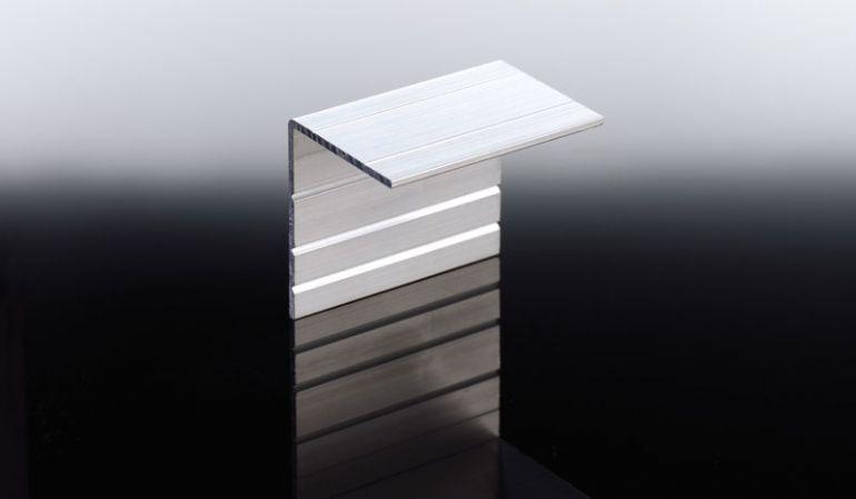 Der preiswerte 52 x 40 x 2 mm Abschlusswinkel aus Aluminium verschließt elegant die Profilsystemenden für ein einheitliches Gesamtbild. Erhältlich in den Farben Weiß und Pressblank.
