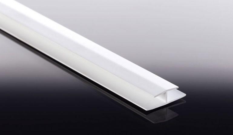 Die H-Profile für 16,5 mm Heering Fassadenpaneele sind in 4 verschiedenen Farben à 3000 mm Lieferlänge verfügbar