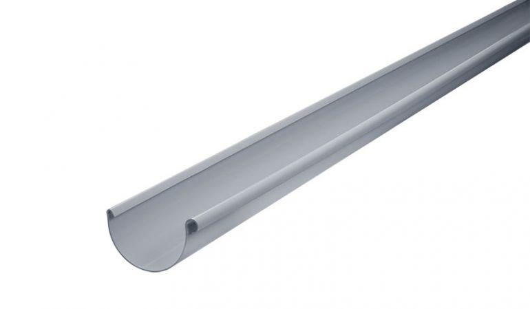 Die UV-beständige Inefa Dachrinne aus Kunststoff ist in den Längen 4000, 5000 und 6000 mm erhältlich. Die Bodenbreite beträgt 125 mm und die Falzhöhe 75 mm