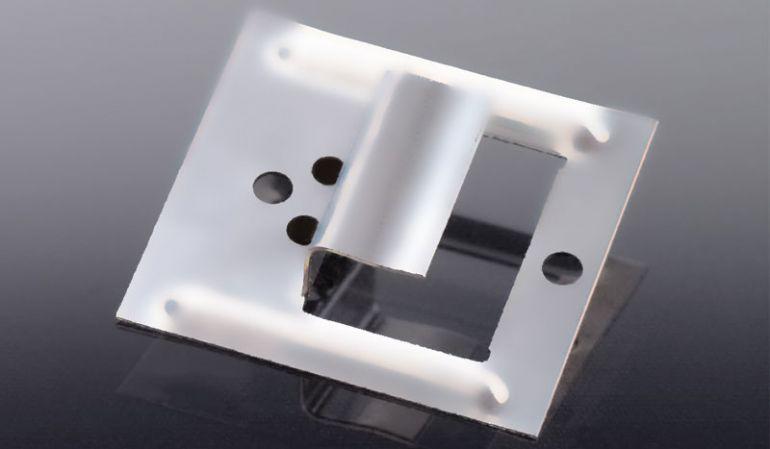 Edelstahl-Fugenkrallen für unsichtbare Montage von 15 mm Kömapan Fassadenpaneelen. Lieferung erfolgt mit den gekerbten Edelstahlstiften