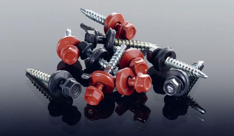 Unsere günstigen Montageschrauben mit EPDM Dichtung sind verzinkt, selbstbohrend und in allen verfügbaren Dachblech Farben erhältlich. Das Maß beträgt: 4,8 x 20 / 35 / 60 mm