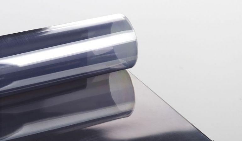 Unsere glatten und glasklaren Lichtrollen aus PVC sind ein günstiges Fenster- und Bedachungsmaterial in den Breiten 1000/1250 mm und den Längen 5000 - 35000 mm erhältlich.