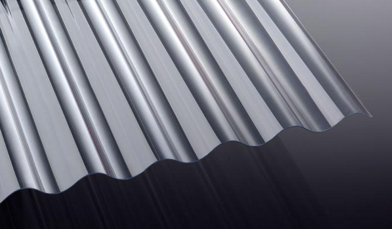 Unsere glasklaren PVC Wellplatten mit sehr hoher Lichtdurchlässigkeit mit runder Welle haben das Maß 1030 x 2000 - 7000 mm. Sie können sich die Längen auch individuell zuschneiden lassen.