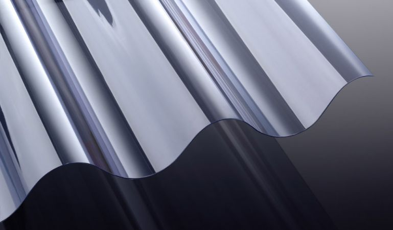 Unsere PVC Wellplatten mit hoher Lichtdurchlässigkeit und 1,4 mm Stärke haben das Maß 920 x 1250/1600/2000/2500/3100/3300 mm. Die Platten sind Glasklar und haben das Profil 177/51.