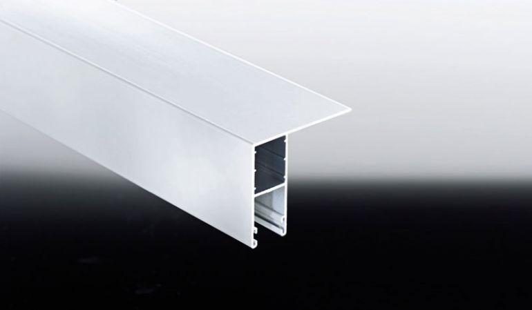 Das Alu-L-HTF-Profil mit seitlicher Lasche wird für die Montage von 16 mm Stegplatten in Seitenwänden benötigt