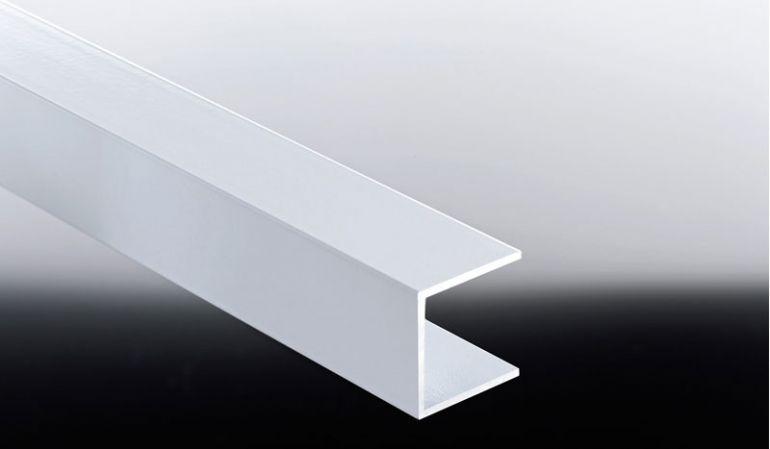 Das 25 mm Alu-U-Profil dient Verkleidungspaneelen als seitliche Führungsschiene