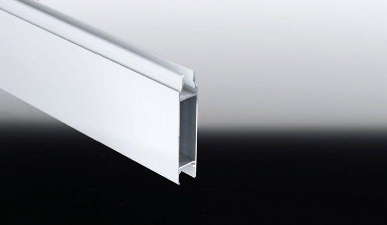 Verkleidungspaneele für Terrassenüberdachungen aus korrosionsbeständigem Aluminium bieten wir in Längen von 3000 mm und 4000 mm an